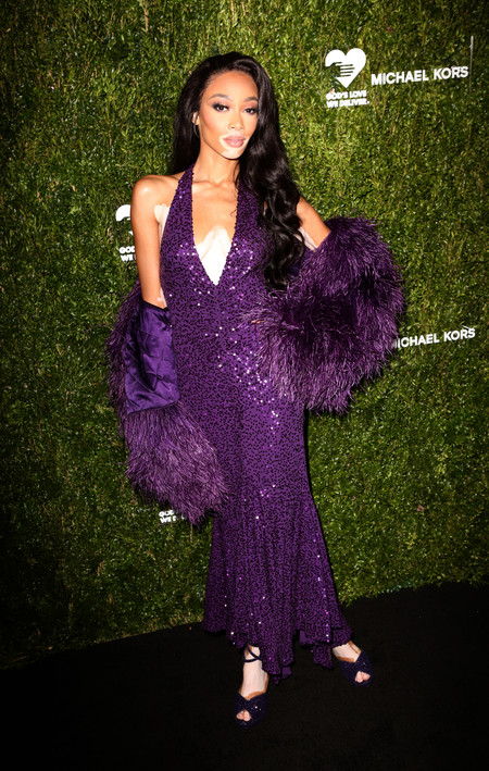 winnie harlow alfombra roja golden heart awards
