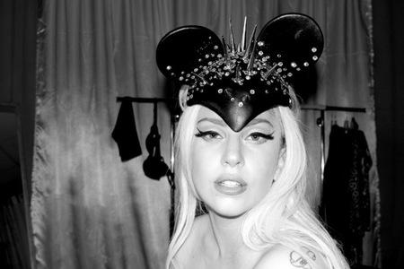 Lady Gaga tuvo anorexia y sale del armario... desnuda