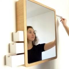 espejo-con-discretos-compartimentos-para-almacenaje