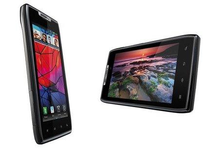 Motorola presentó el nuevo RAZR con un diseño ultradelgado y muy ligero