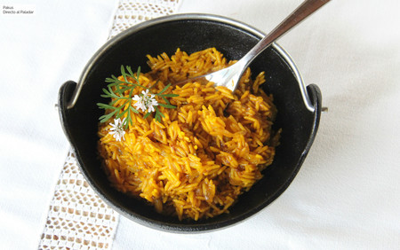 Arroz al curry para guarnición, receta fácil y rápida