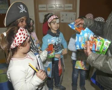 Tabuenca School fomenta una dieta sana entre los peques con un pack de zanahorias listas para comer