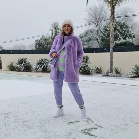 Tamara Falcó y Paula Echevarría caen en la tendencia del momento, y ya lucen los calcetines por encima del pantalón