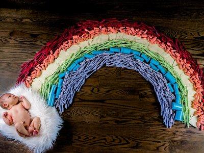 """La foto del bebé """"doble arco iris"""" que simboliza la lucha que pasaron para concebirlo"""