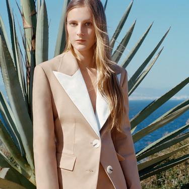 11 chaquetas para invitadas de boda con las que completar tu look