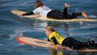 Empezando a surfear: la importancia de saber remar