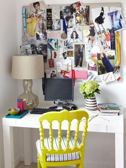 Mesa de estudio de adolescente.