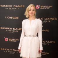 Jennifer Lawrence acude a la promoción de Sinsajo 2 en París luciendo el famoso camisón transparente presentado por la joven Sofia Mechetner