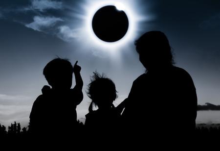 niños-ecplise-solar