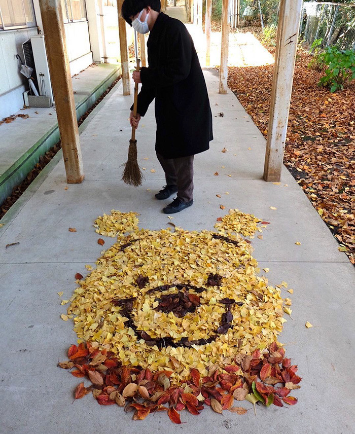 En Japón las hojas que caen de los árboles no son basura, sino arte