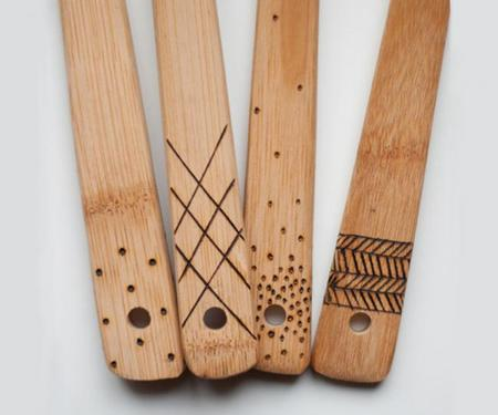 cucharas de madera estampadas con relieve