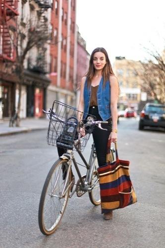 Looks de calle: vuelta a la universidad chaleco