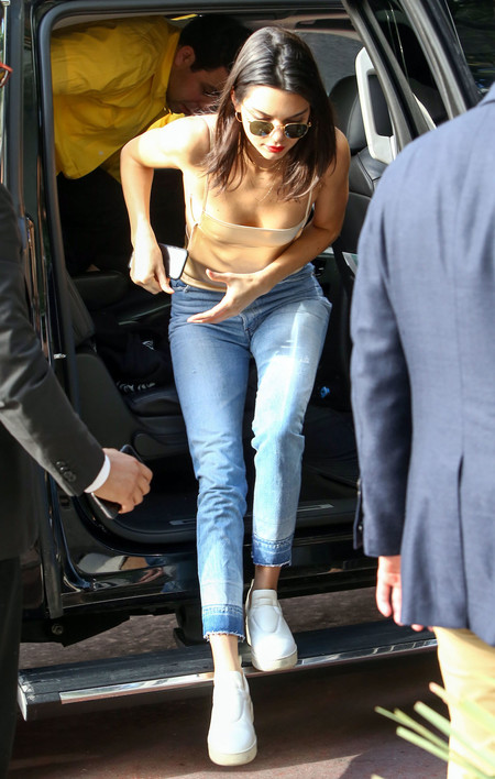 Kendall Jenner Saca Una Peineta A La Prensa