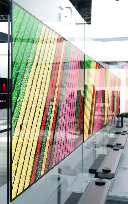 Paneles de LG en los que podemos apreciar que, pese al ángulo de visión, los colores siguen vivos y perfectos