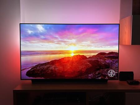 Philips Hue Play HDMI Sync Box + Lightstrip, análisis: montar un ambilight en cualquier tele es tan fácil (y espectacular) como caro