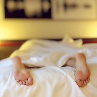 ¿Qué es un diario de sueño? Te decimos cómo podrás dormir más y mejor eliminando malos hábitos