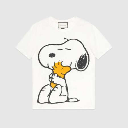 Snoopy y Woodstock llegan al mundo del lujo a través de una t-shirt firmada por Gucci