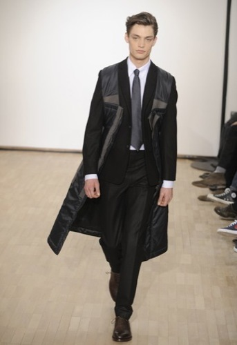 Raf Simons, Otoño-Invierno 2010/2011 en la Semana de la Moda de París. Abrigo