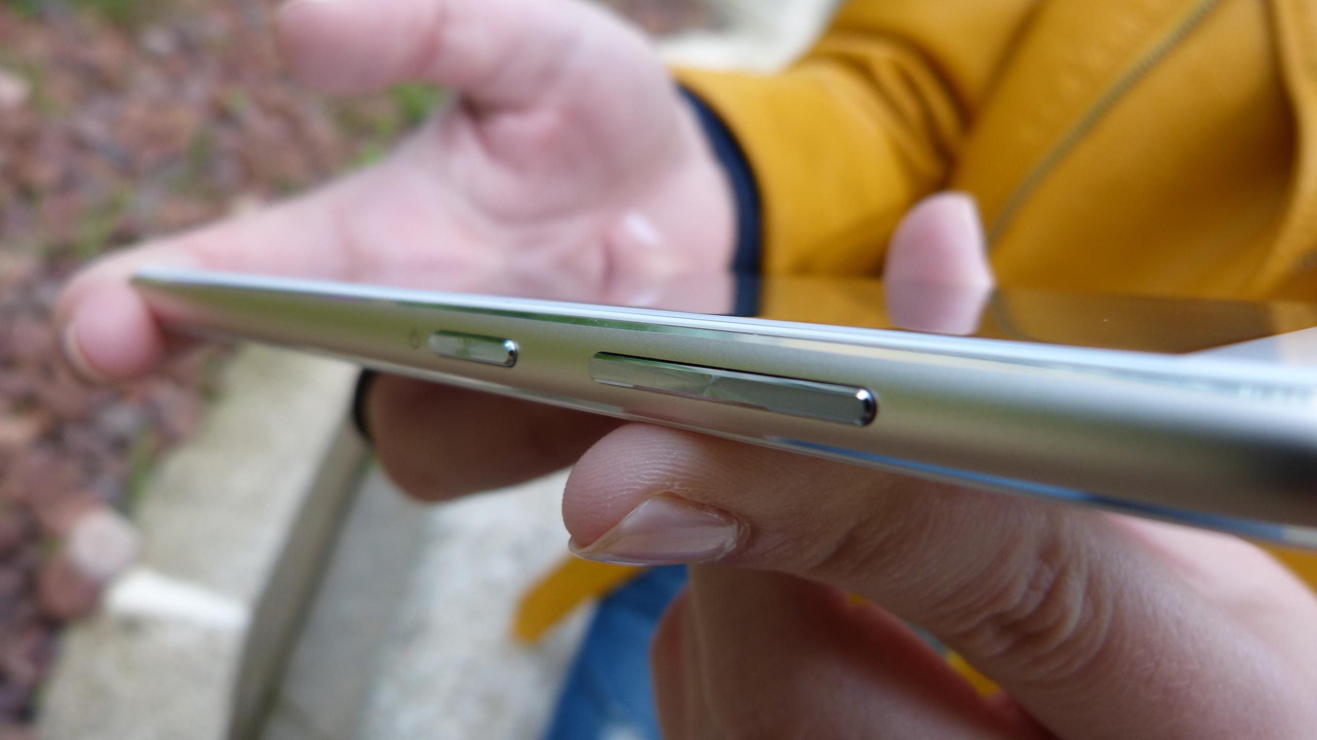 Foto de ASUS Zenfone 3 (ZE552KL), diseño (26/29)