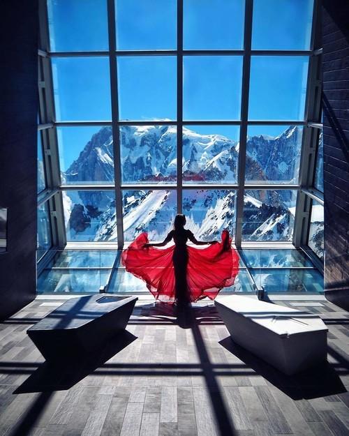 Esta blogger rusa combina sus vestidos con los increíbles paisajes que visita y no podemos dejar de mirar su Instagram