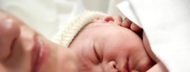 Pasar una gasa metida en la vagina de la madre por la cara del bebé que nace por cesárea podría mejorar su sistema inmunitario