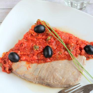 Receta de atún a la puttanesca, el plato de pescado ideal para compartir en pareja