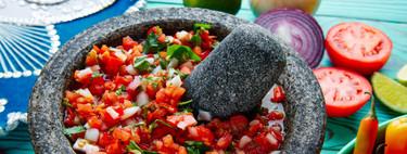 Cómo curar un molcajete para disfrutar de la elaboración de salsas y otras preparaciones tradicionales