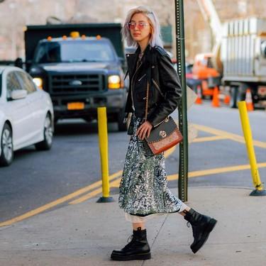 Los 13 vestidos más delicados que Zara nos propone llevar con botas moteras este otoño