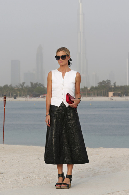 Laura Bailey Chanel crucero look