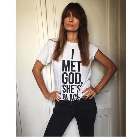 11 camisetas con mensaje para celebrar el Día de la mujer que podrás llevar el resto de la primavera
