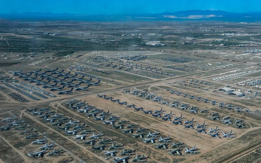 La tragedia de la aviación comercial, con 17.000 aviones aparcados, convierte el aeropuerto de Teruel en un singular oasis aéreo