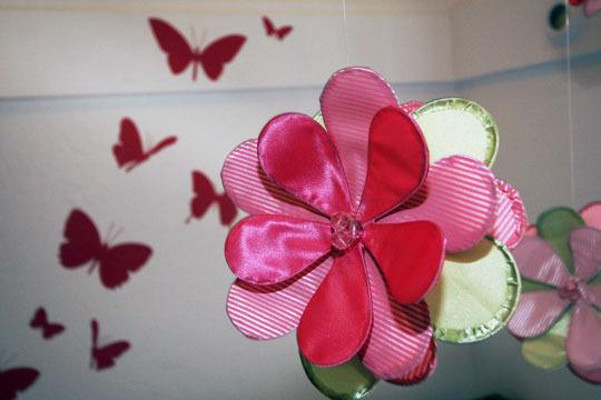 Foto de Mariposas hasta el techo en una pequeña habitación infantil (3/5)
