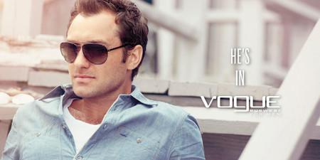 Jude Law vuelve a repetir como perfecto embajador de la firma Vogue Eyewear