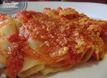 Canelones de salchicha con tomate. Receta