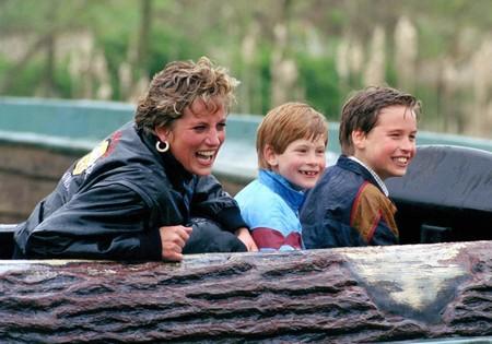 Los príncipes Guillermo y Enrique abren su corazón sobre la muerte de Diana en el documental más emotivo sobre la princesa