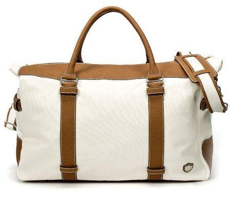 Su versión en bolsa de viaje, formarto sport bag y parecida a la keepall Riviera de Hackett, sigue siendo un diseño bastante innovador.