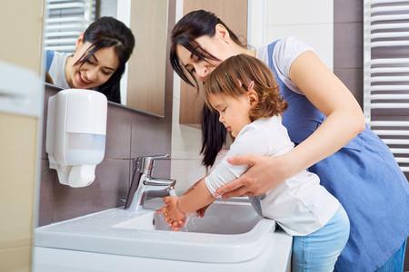 El experimento viral con pimienta y jabón para explicar a los niños la importancia de lavarse las manos en tiempo del coronavirus