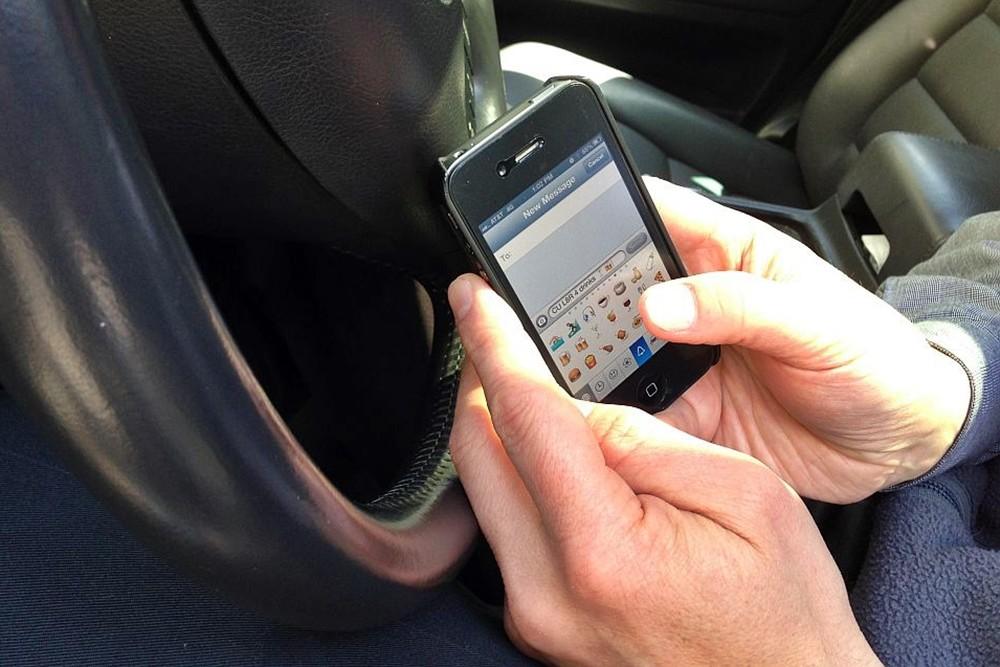 Mandando mensajes mientras se conduce