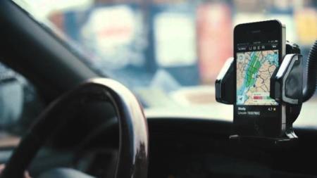 El regalo de Uber para la navidad: una tasa de 2 dólares para los que usen taxistas neoyorquinos con el servicio