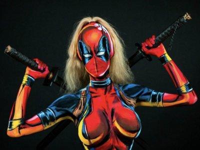 No es animación, es una clase magistral de cómo debe hacerse bodypainting y cosplay