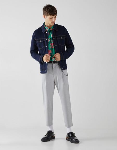 Pantalones Con Pinzas Que Le Regresan Un Aire Clasico A Los Basicos De Otono