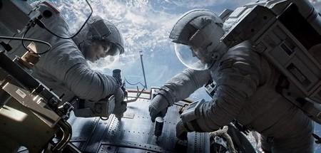 Sandra Bullock y George Clooney en una escena de Gravity