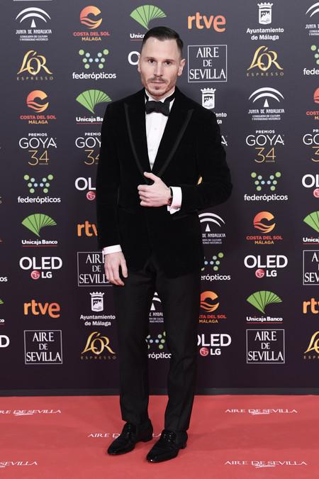 Ruben Ochandiano se envuelve en terciopelo para su look en los Premios Goya 2020
