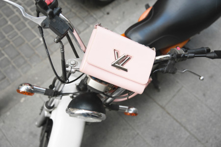 Duelo de bolsos: Louis Vuitton causa estragos