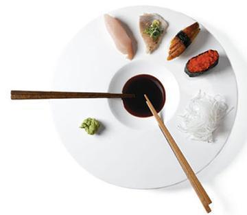 Elegantes platos de Sushi en blanca porcelana