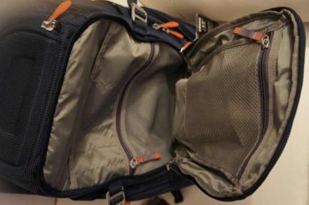 Detalle de los bolsillos interiores para organizar nuestras cosas