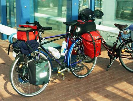 Bici cargada de equipaje