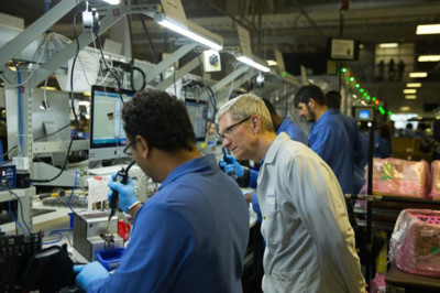 Tim Cook presume de sus trabajadores en Austin mientras Motorola se despide de EE.UU.