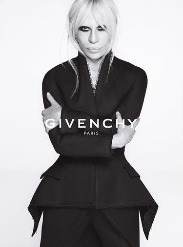 Donatella Versace acapara todas las miradas en la campaña Givenchy Otoño-Invierno 2015/2016