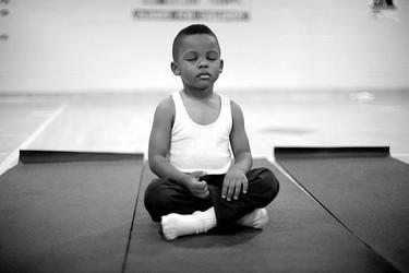 Una escuela cambia los castigos por sesiones de meditación (y los resultados son sorprendentes)